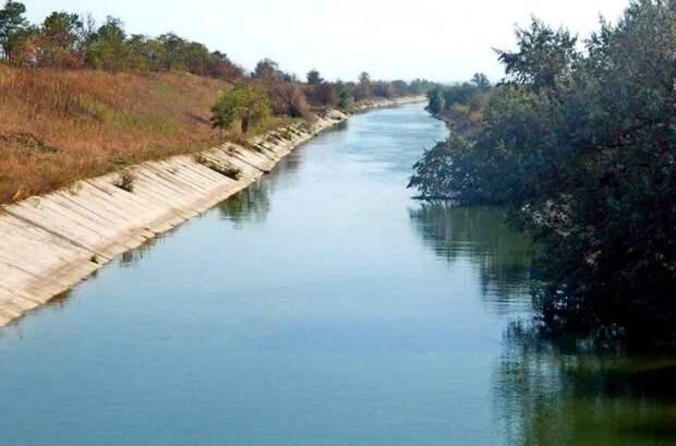 Отказавшись поставлять воду в Крым, Украина рискует обесценить свои земли