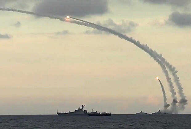 Удар крылатыми ракетами 3М14 по базам боевиков в Сирии из акватории Каспийского моря, 20 октября 2015 года