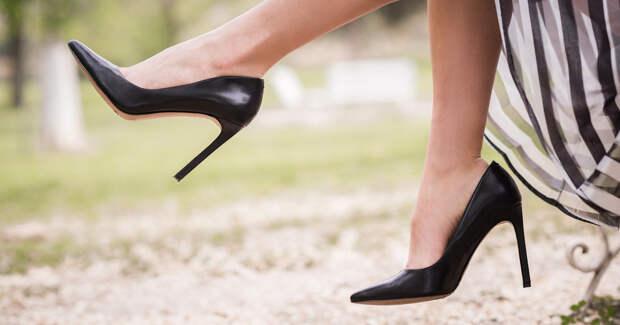 Девушка в обуви