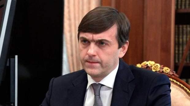 Глава Минпросвещения отметил самоотверженность учителей школы в Казани