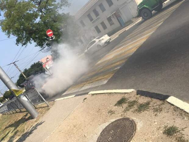 ДТП в Севастополе: на асфальте остался бы пепел, но помешали пожарные
