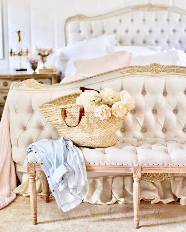 Спальня. Для статьи использованы фотографии из Инстаграм-аккаунта Кортни @frenchcountrycottage и сайта frenchcountrycottage.net