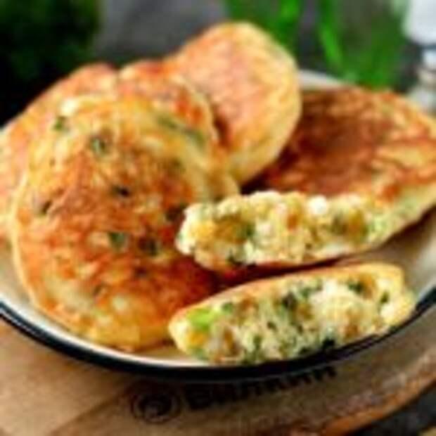 Ленивые пирожки или оладьи с зелёным луком и яйцом