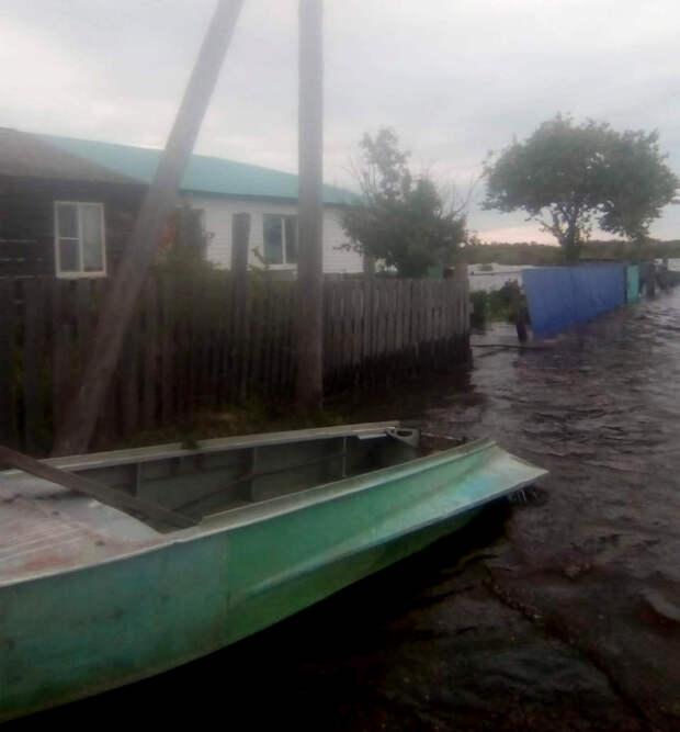 Выдуманный потоп: Чиновникам миллионы – люди на улице