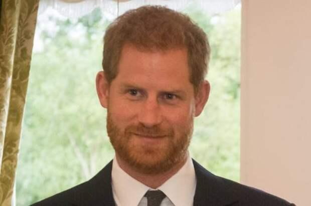 Принц Гарри пообщался с братом и отцом после похорон деда - СМИ
