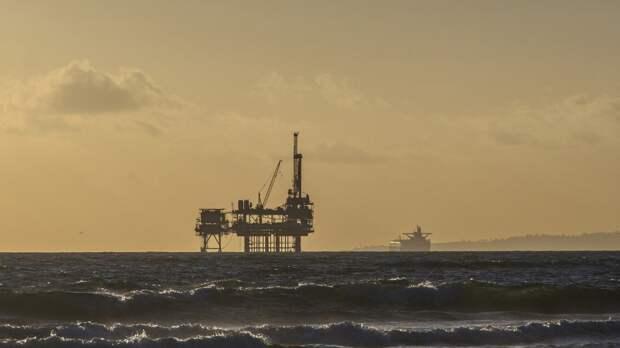 ФАС рекомендовала отечественным нефтяникам увеличить запасы керосина