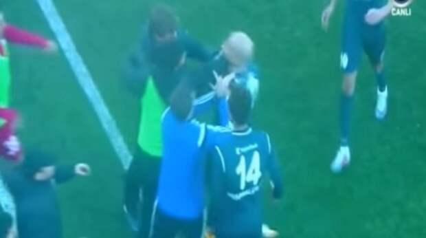 Украинский тренер подрался с футболистом (ВИДЕО)