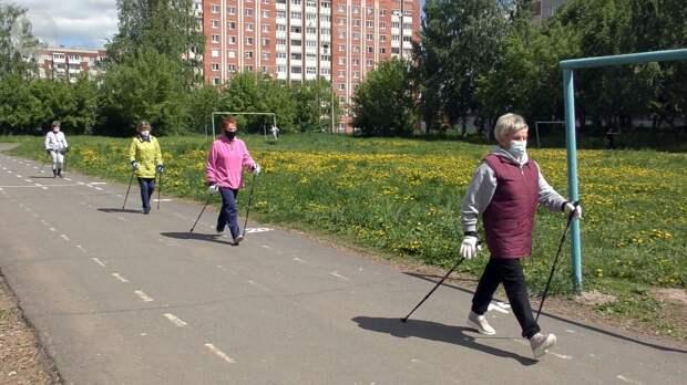 Коллективные занятия по скандинавской ходьбе возобновили в Удмуртии в малых группах