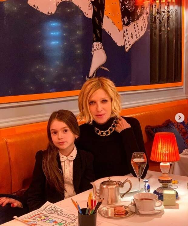 ирина гринева с дочерью в ресторане