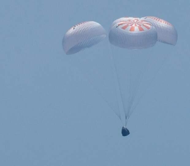 Батут работает: Корабль Crew Dragon успешно вернулся на Землю