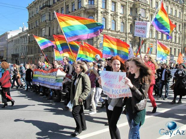 Люди со всего мира ставят радужные флаги на карте Санкт-Петербурга
