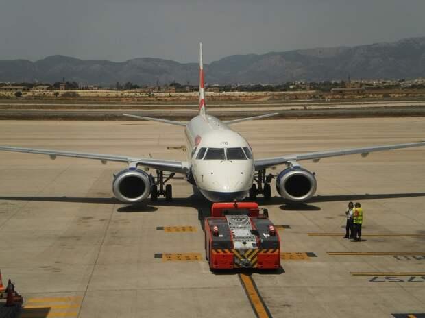 Летевший в Токио самолёт сел в Новосибирске из-за инсульта у пилота