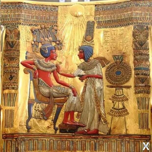 Тутанхамон и его жена Анхесенамон . Ф...