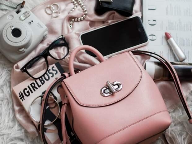 6 вещей, которые должны быть в женской сумочке