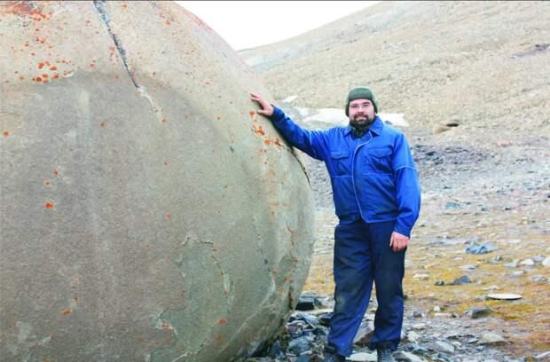 шары великаны на острове Чампа