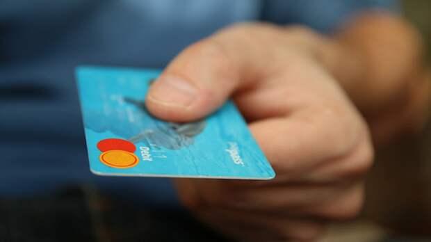 Российские банки запустят функцию по снятию наличных с чужой карты