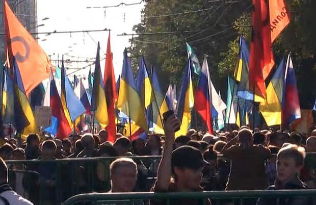 В Москве марш либералов завершился потасовкой