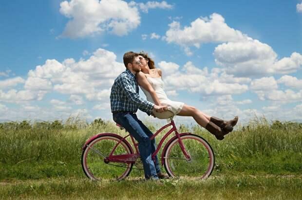 couple-1718244_1280-1024x682 3 способа сохранить интерес к любимому человеку