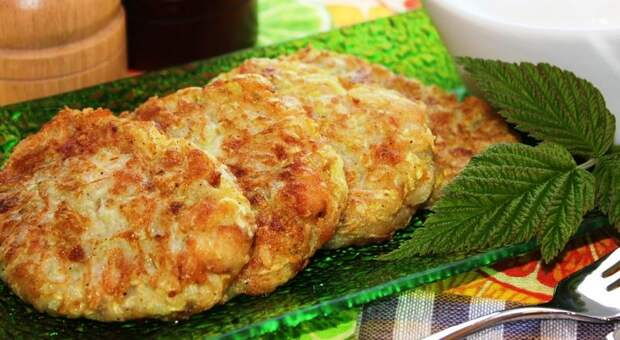 Что приготовить из кабачков? Греческие котлеты из кабачков со сметаной