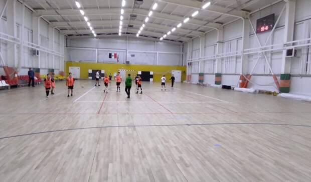 Ижевчане пожаловались на отремонтированный спортзал в школе футбола