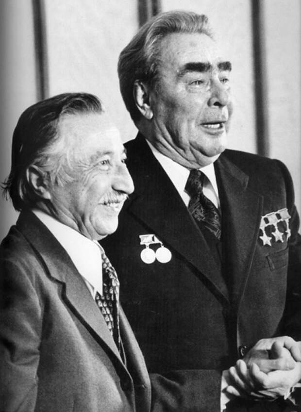 Луис Корвалан и Л. И. Брежнев. Автор Мусаэльян Владимир, 1976.jpg