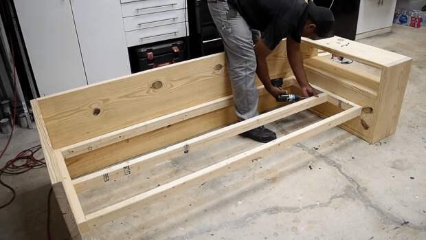 Софа, способная заменить двуспальную кровать. Практичная и долговечная мебель по цене материала