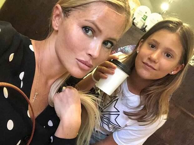 Дочь Даны Борисовой порезала себя в школьном туалете