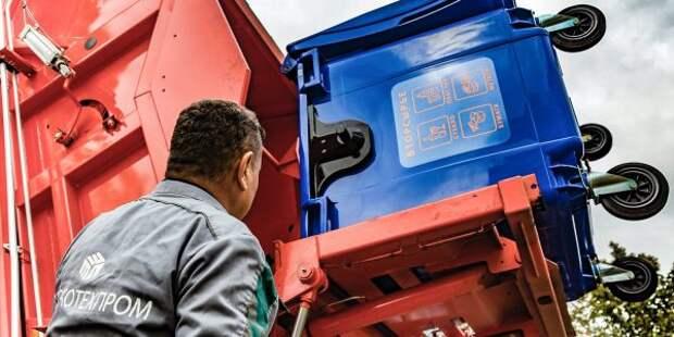 Мусорный контейнер на Ленинградке перенесли для удобного доступа