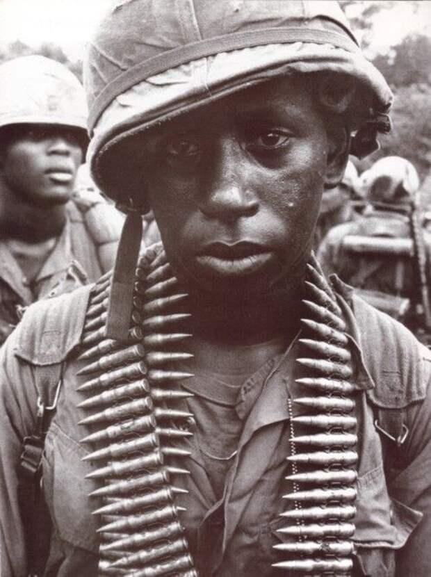 Взгляд солдат, переживших тяжелые события (13 фото)