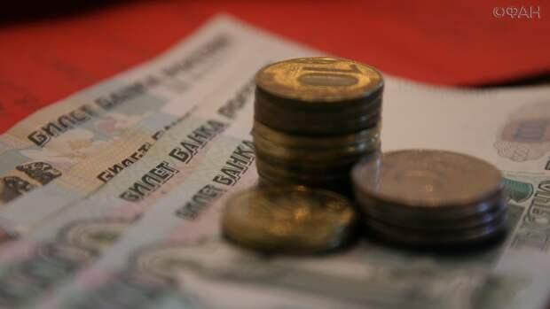 Бюджетникам в Приморье пообещали две пенсии