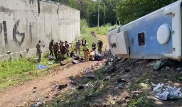 Туристический автобус с 22 пассажирами разбился на Кубани