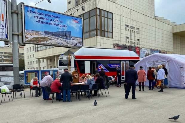 Мобильный пункт вакцинации в Симферополе переехал с площади Ленина на остановку