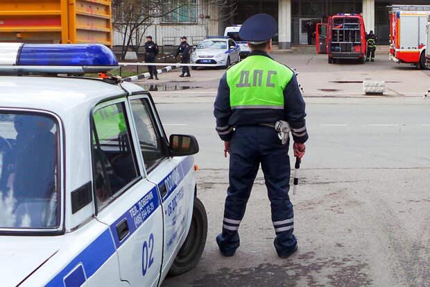 Мужчина напал с пистолетом на сотрудников ДПС в Москве