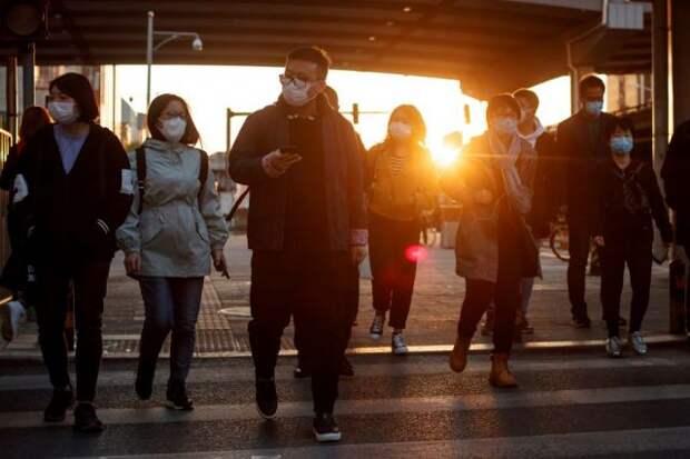 Автомобиль в Китае въехал в толпу людей на пешеходном переходе