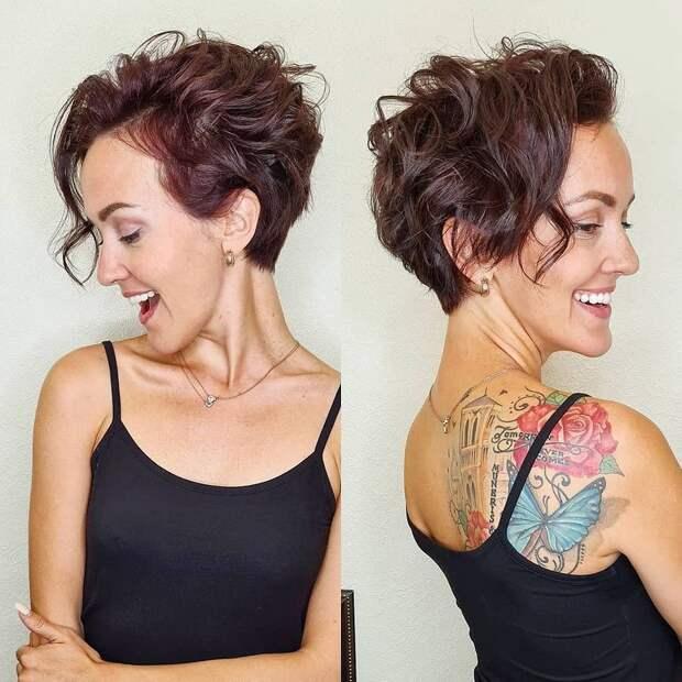 17 модных стрижек для леди старше 40 лет для кудрявых волос 2021