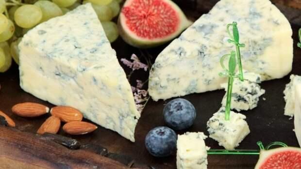 Сыр и мясо помогут кормящим матерям уберечь ребенка от кишечных инфекций