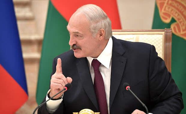 Лукашенко раскрыл, что было в чёрном чемодане на встрече с Путиным