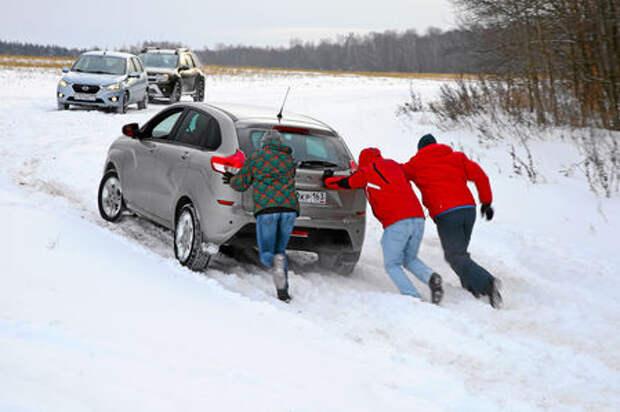 Вытаскиваем автомобиль из кювета или сугроба