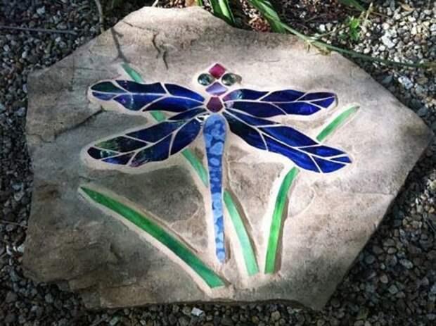 Стрекоза, которая украшает сад. /Фото: retete-usoare.eu