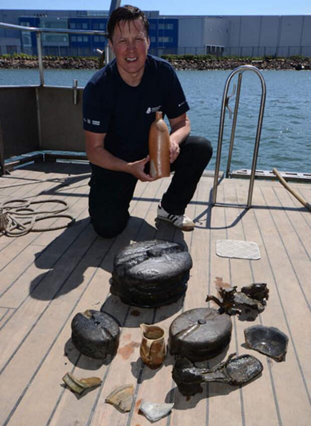 Подводные археологи подняли на поверхность бутылку с 200-летним джином