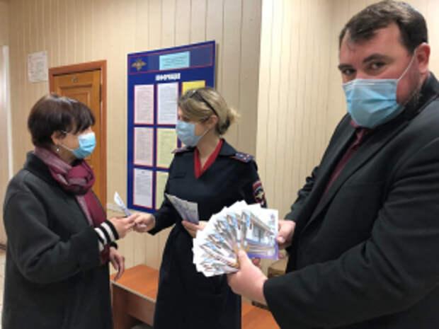 В Краснодарском крае в рамках акции «Госуслуги - это просто!» полицейские провели информативные мастер-классы для граждан