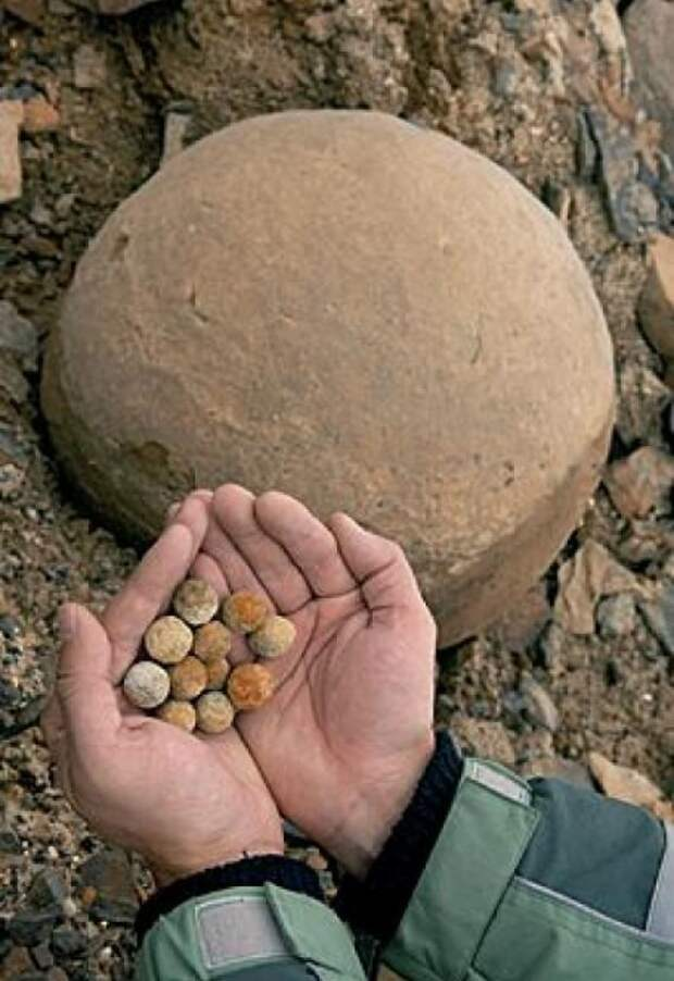 шары разных размеров на острове Чампа