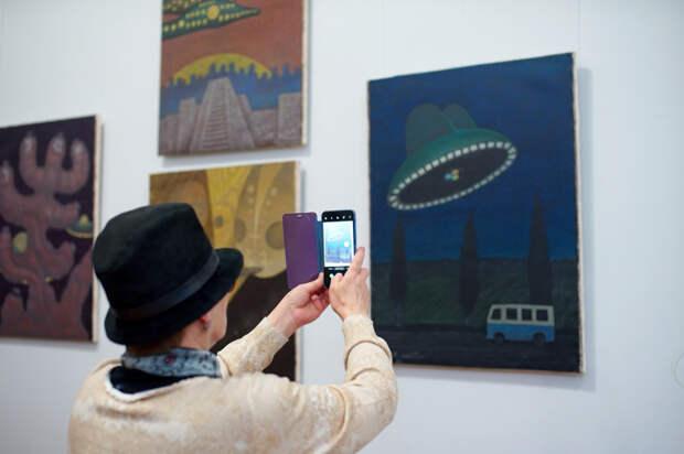 В Краснодаре открылась выставка картин с пришельцами