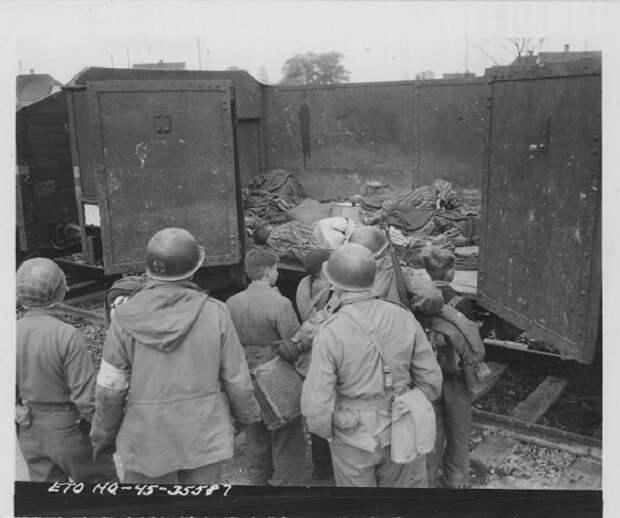 Вагон с заключенными, которые умерли во время дороги.