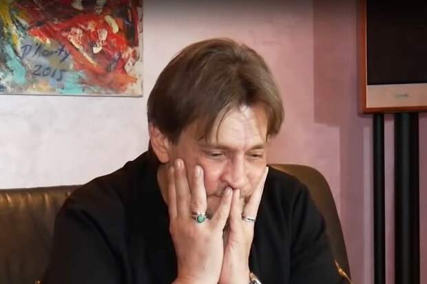 Домогаров высказался о «подбухивании» на сцене
