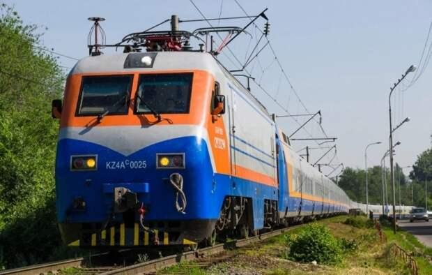 Движение каких поездов приостановлено в Казахстане из-за пандемии
