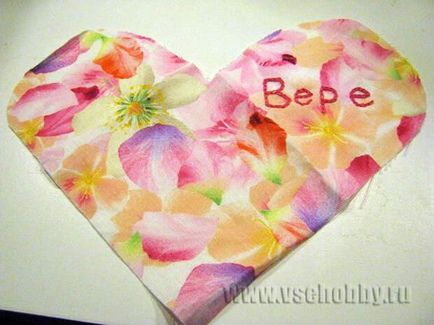 вышивка дарственной надписи на сердечке тамбурным швом