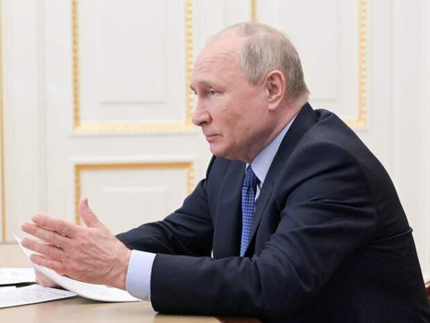 Путин заявил, что выплаты медикам за борьбу с COVID-19 будут продолжены