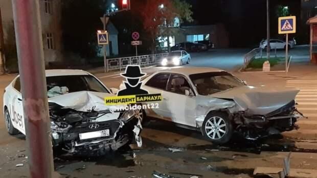 Три пассажирки пострадали в аварии в Барнауле