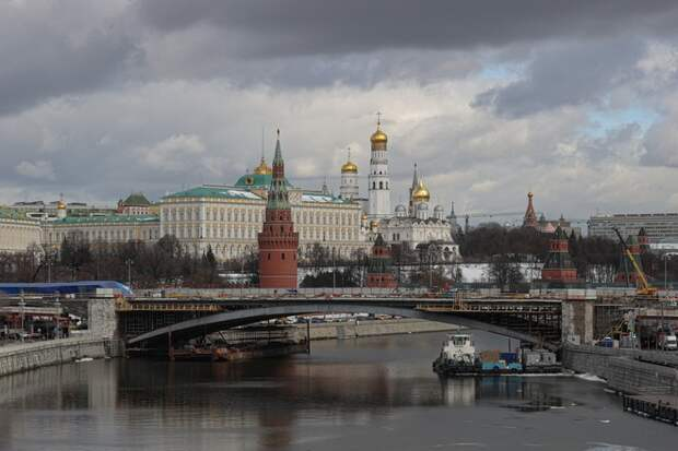 Девушка упала с Большого Каменного моста возле Кремля